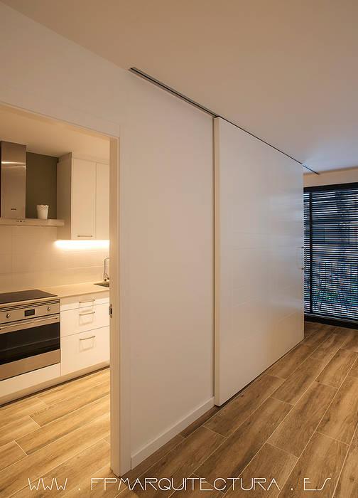 Puertas correderas entre cocina y comedor: cocinas de estilo de fpm ...