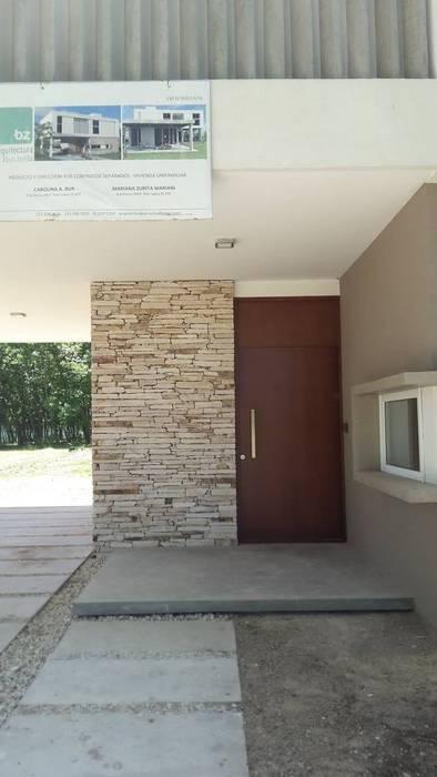 Acceso principal Puertas modernas de Arquitectura Bur Zurita Moderno