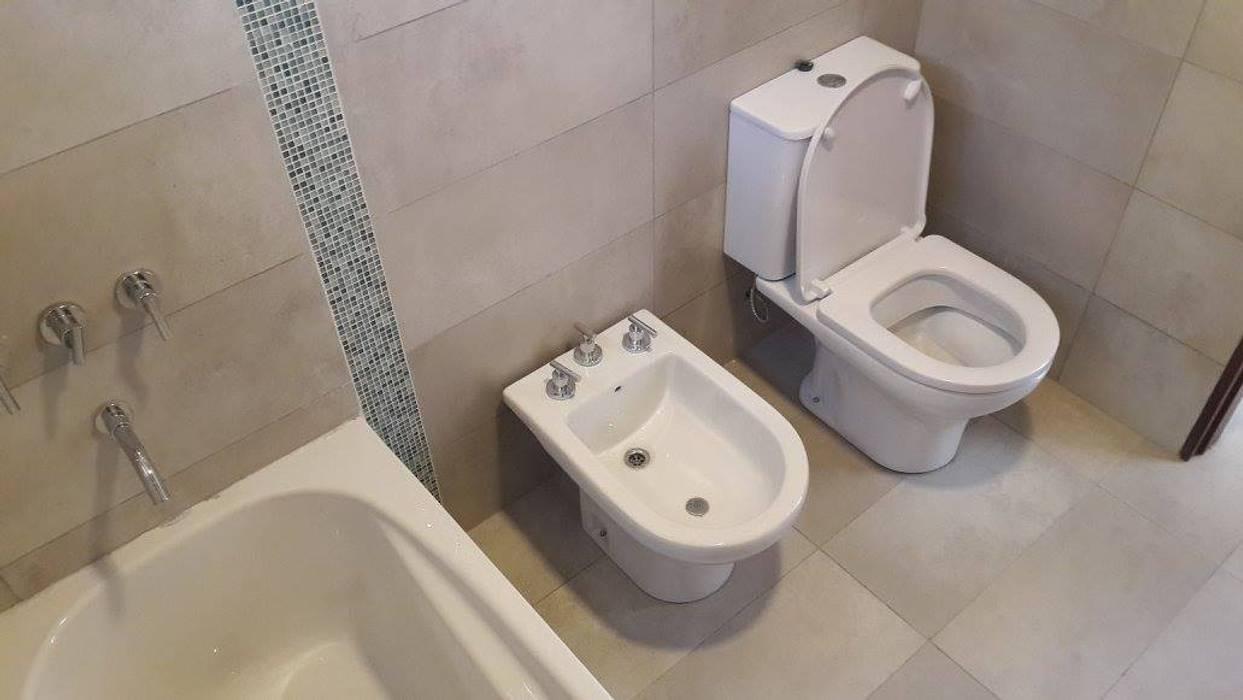 Baño completo planta alta Baños modernos de Arquitectura Bur Zurita Moderno