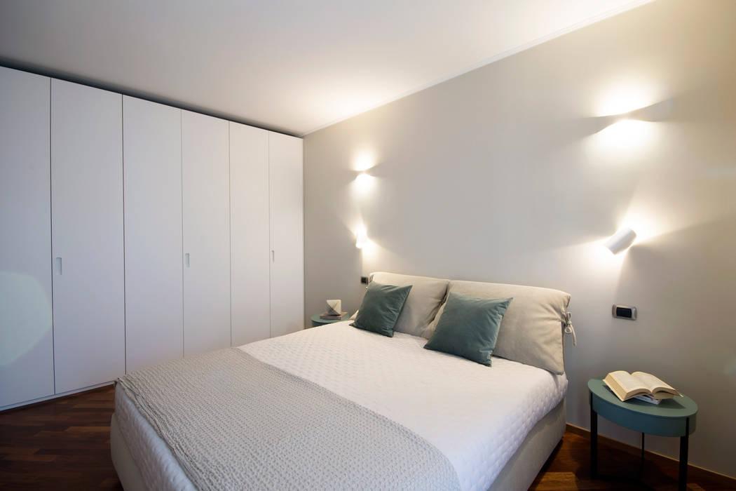 Camera matrimoniale: Camera da letto in stile in stile Moderno di StarTips