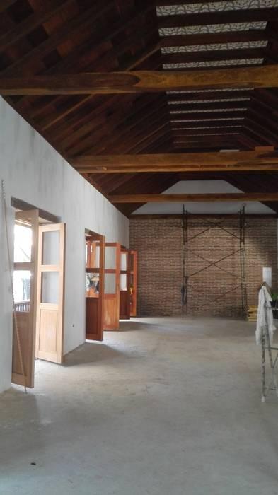 PROYECTO CALLE DEL CANDILEJO CON CALLE COCHERA DEL GOBERNADOR: Habitaciones de estilo  por LAGART SAS, Colonial Ladrillos