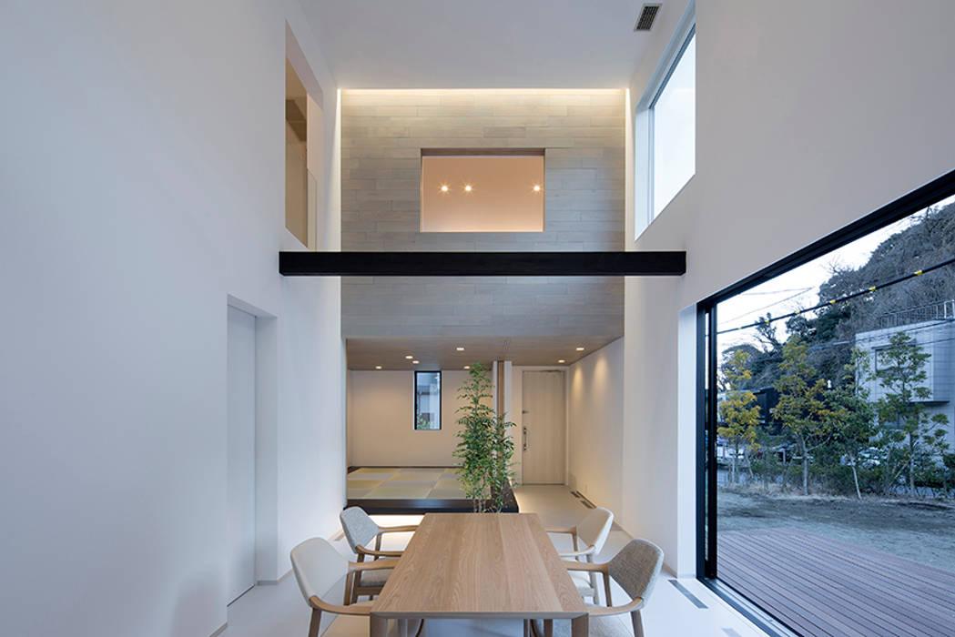 鎌倉 長谷の家: 松岡淳建築設計事務所が手掛けたダイニングです。,