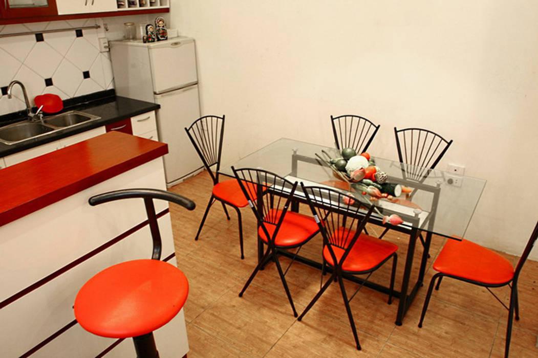 Không gian tầng 1: phòng khách – phòng bếp:  Phòng ăn by Công ty TNHH Xây Dựng TM – DV Song Phát