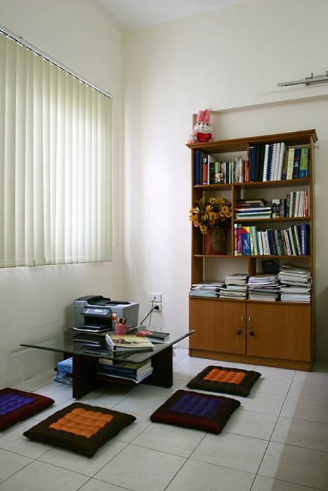 Không gian tầng 2 và 3: phòng ngủ và sân thượng:  Phòng học/Văn phòng by Công ty TNHH Xây Dựng TM – DV Song Phát