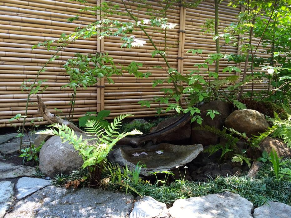 坪庭: 庭や煌久が手掛けたです。