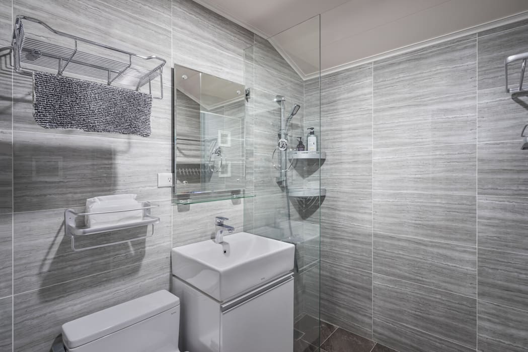 Minimalist style bathroom by 築室室內設計 Minimalist