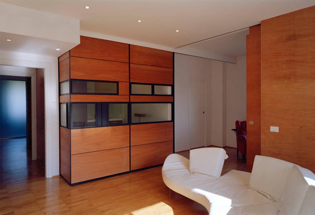 Twin flats: Cucinino in stile  di officinaleonardo