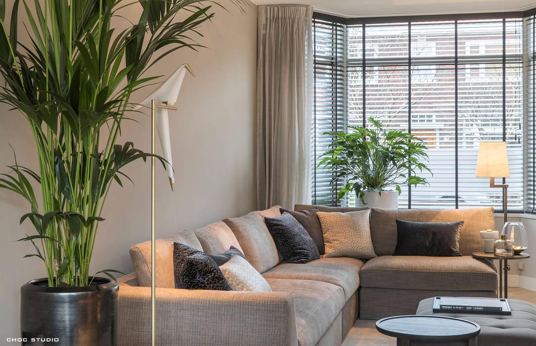 warm interieur voor stadswoning:  Woonkamer door choc studio interieur
