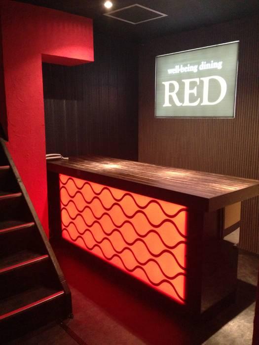 Tokyo - Bar Interior Design Yunhee Choe راهرو مدرن، راهرو و راه پله کاشی Red