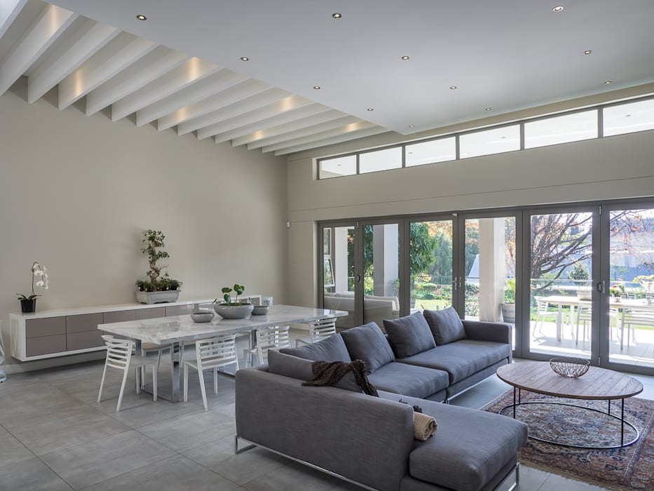 Houghton Residence: The open-plan living- and dining area :  Living room by Dessiner Interior Architectural, Modern