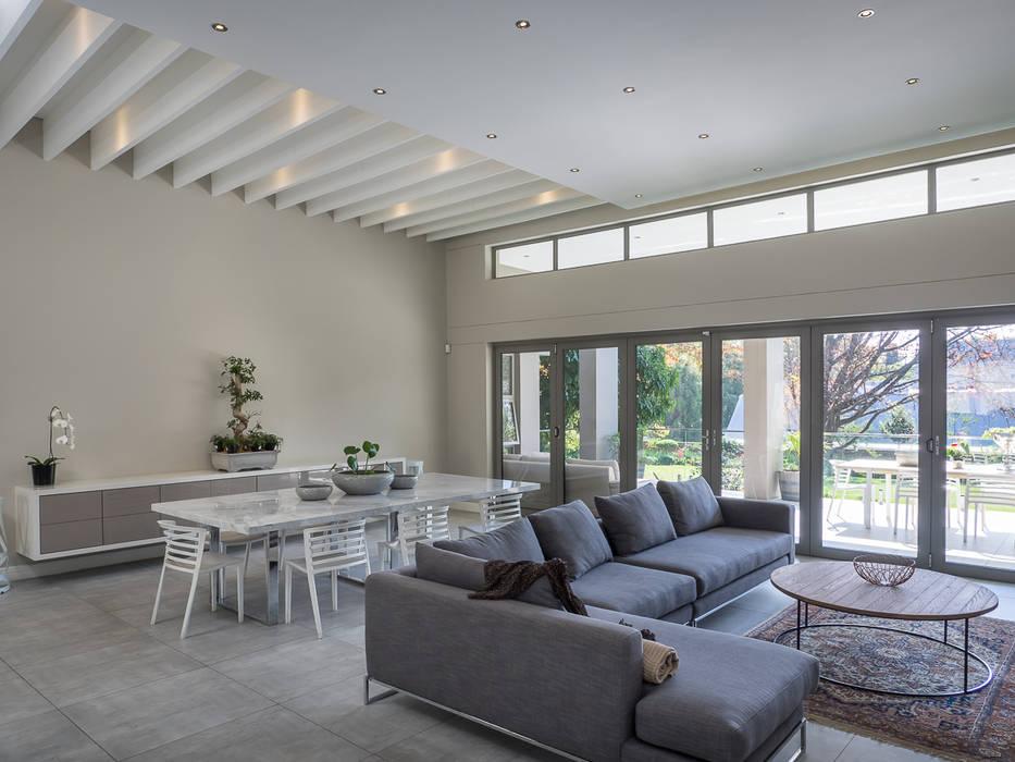 Ruang Keluarga Modern Oleh Dessiner Interior Architectural Modern