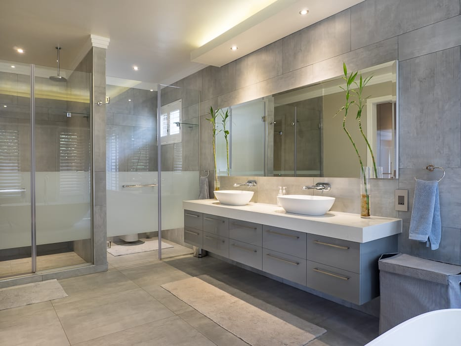 Houghton Residence - Modern Interior Design:  Bathroom by Dessiner Interior Architectural