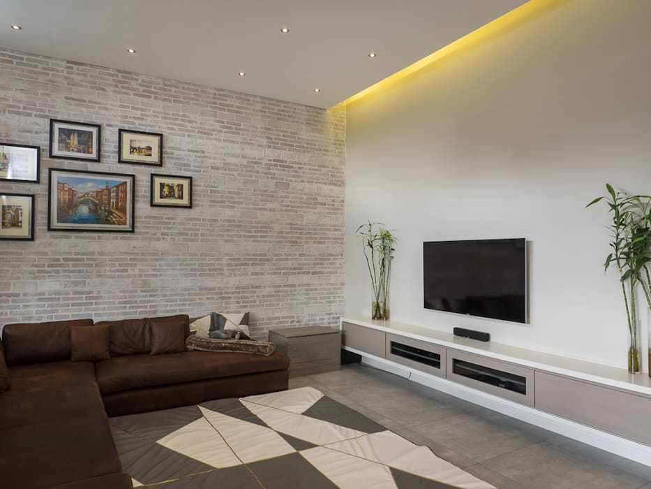 Houghton Residence: The TV room by Dessiner Interior Architectural Modern