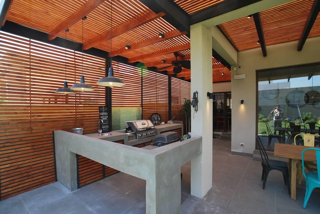 Quincho adaptado: Terrazas  de estilo  por Selica, Moderno