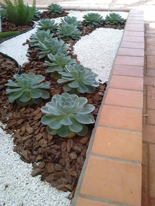 Vườn phong cách tối giản bởi Luzia Benites - Arquiteta Paisagista Tối giản