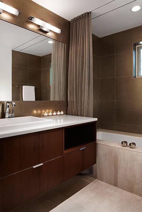 Banheiros modernos por KUBE Architecture Moderno