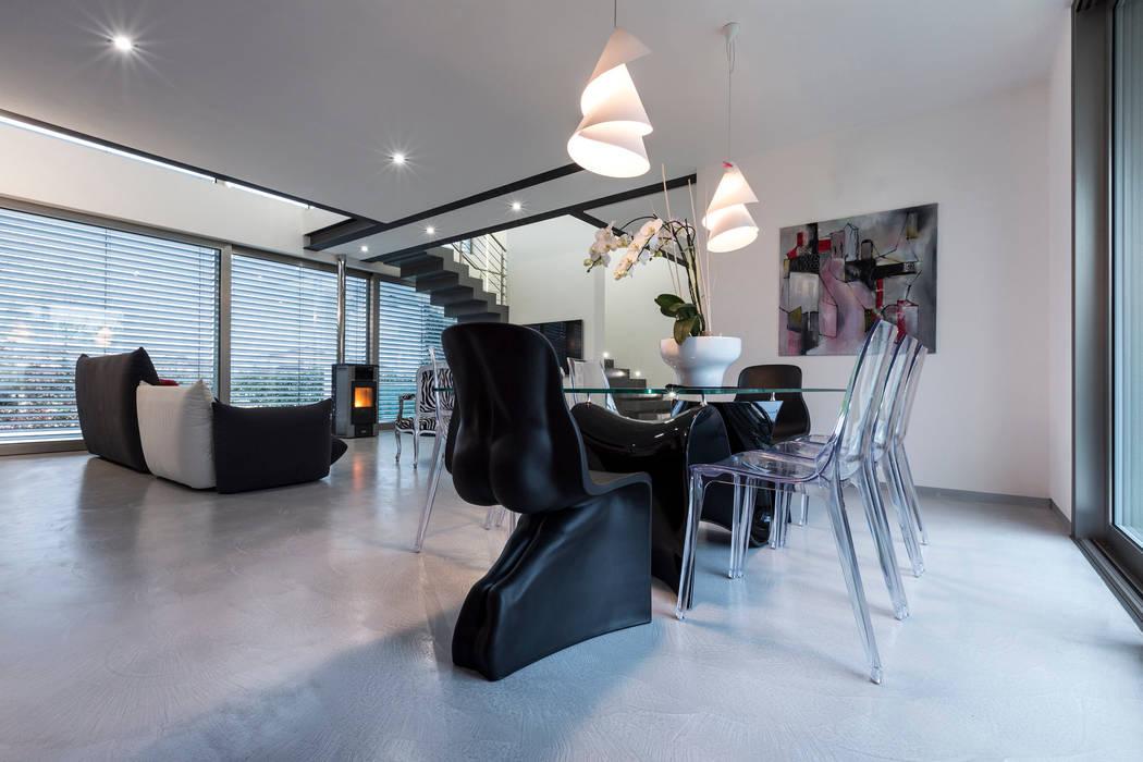 Casa PA: Sala da pranzo in stile in stile Moderno di Elia Falaschi Photographer