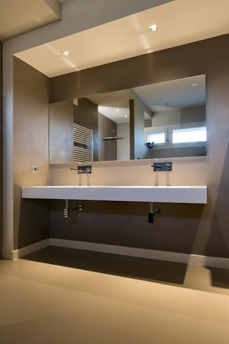 Casa PR: Bagno in stile in stile Moderno di Elia Falaschi Photographer