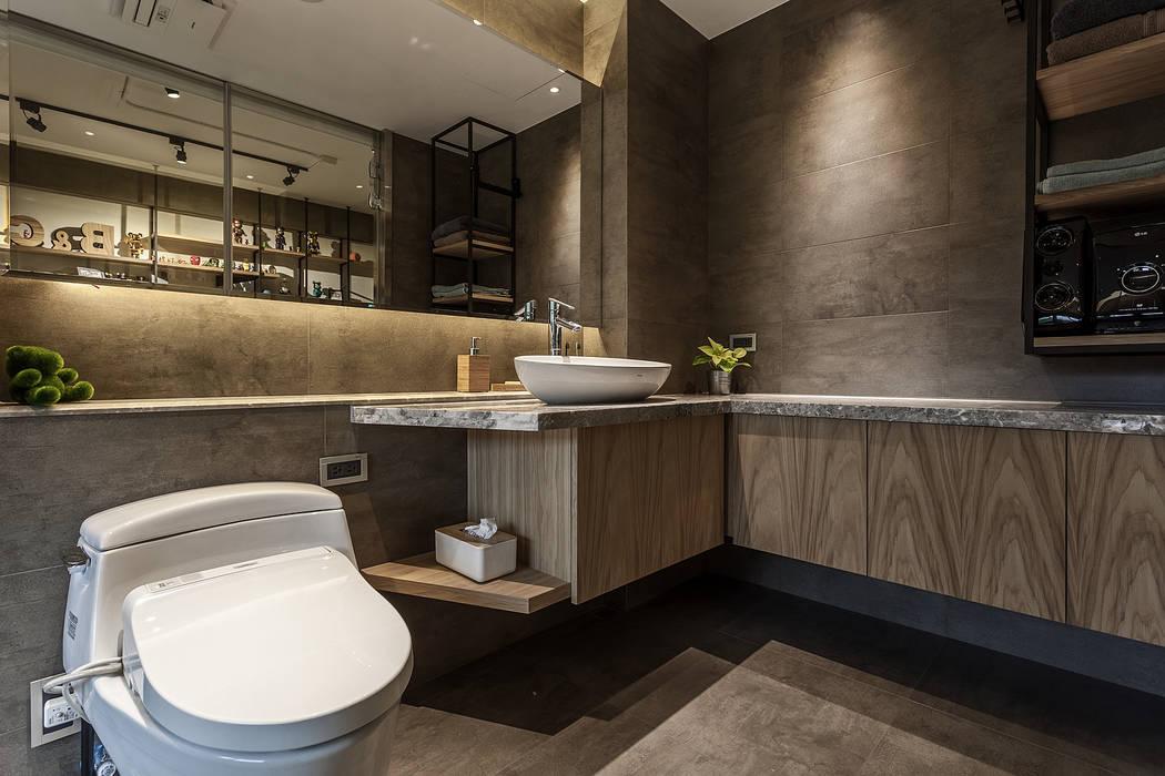 Bathroom by 漢玥室內設計