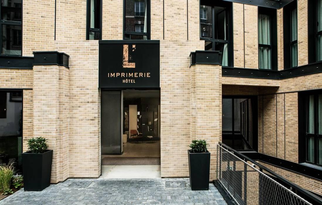 Jardinière pyramidale Image'In en Fibre ciment: Hôtels de style  par ATELIER SO GREEN