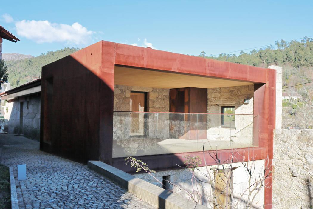 Villa in stile  di Atelier Vyasa,