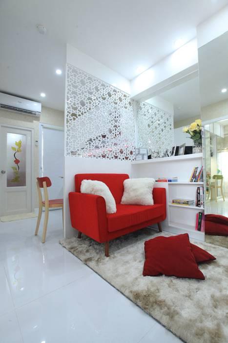 Ruang Tamu / Keluarga:  Ruang Keluarga by PT. Dekorasi Hunian Indonesia (DHI)