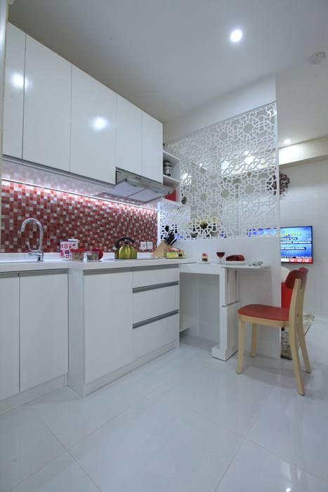 Dapur:  Dapur by PT. Dekorasi Hunian Indonesia (DHI)