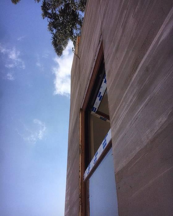 Proceso Instalación Piedra Reconstituida Construccion Vivienda Premium 115m2 Fundo Loreto. de Territorio Arquitectura y Construccion - La Serena Moderno Tablero DM