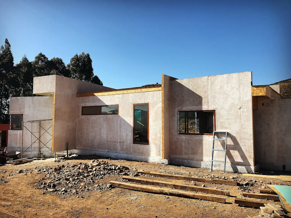 Proceso Instalación Piedra Reconstituida Construcción Vivienda Premium 115m2 Fundo Loreto. de Territorio Arquitectura y Construccion - La Serena Moderno Tablero DM