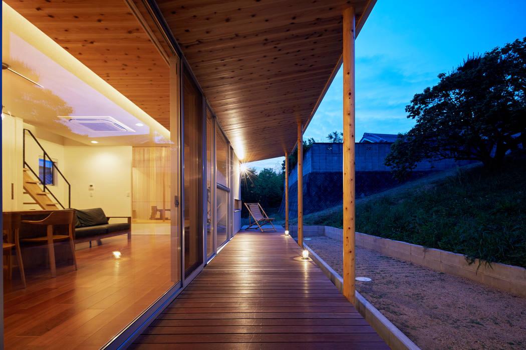 大きな土庇と縁側の家 一級建築士事務所 株式会社KADeL フローリング