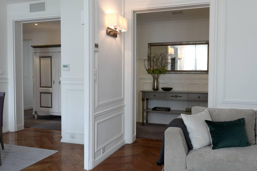 Parisian chic decoration and design: Salon de style de style Moderne par Lichelle Silvestry