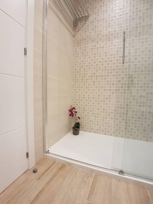 Reforma de baño con ducha: Paredes de estilo  de M.Angustias Terron , Moderno Cerámico