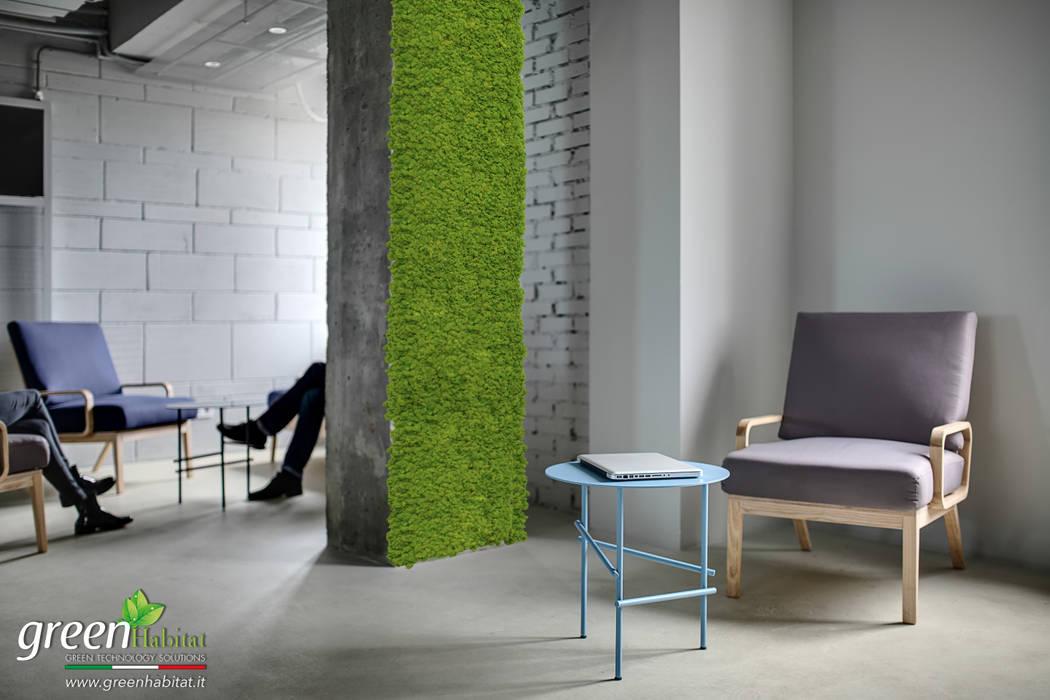PROGETTO RISTRUTTURAZIONE ARREDO CON VERDE STABILIZZATO SENZA BISOGNO DI CURA: Ingresso & Corridoio in stile  di Green Habitat s.r.l.