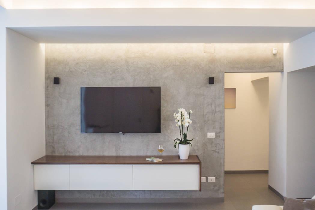 Patere TV: Soggiorno in stile  di manuarino architettura design comunicazione