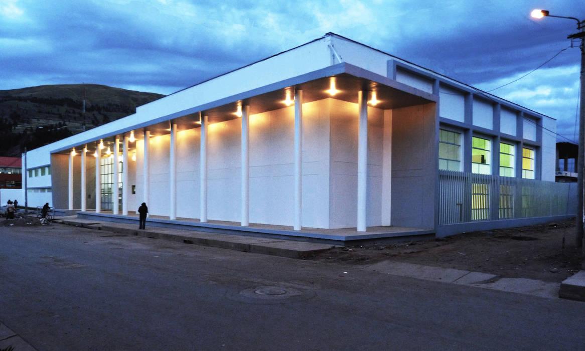 Modern Media Room by CARLOS SOTO ARQUITECTO Modern Concrete