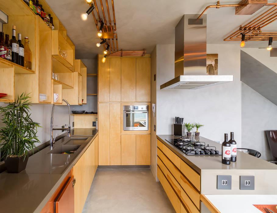 Nhà bếp phong cách công nghiệp bởi Aptar Arquitetura Công nghiệp
