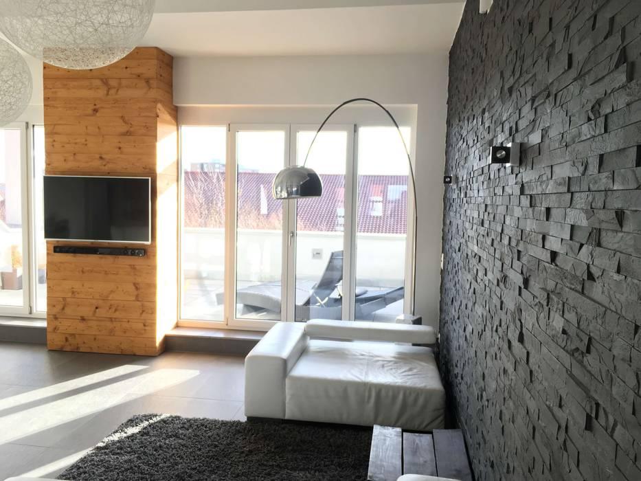 Tv-wand aus altholz gehackt & gebürstet moderne wohnzimmer ...