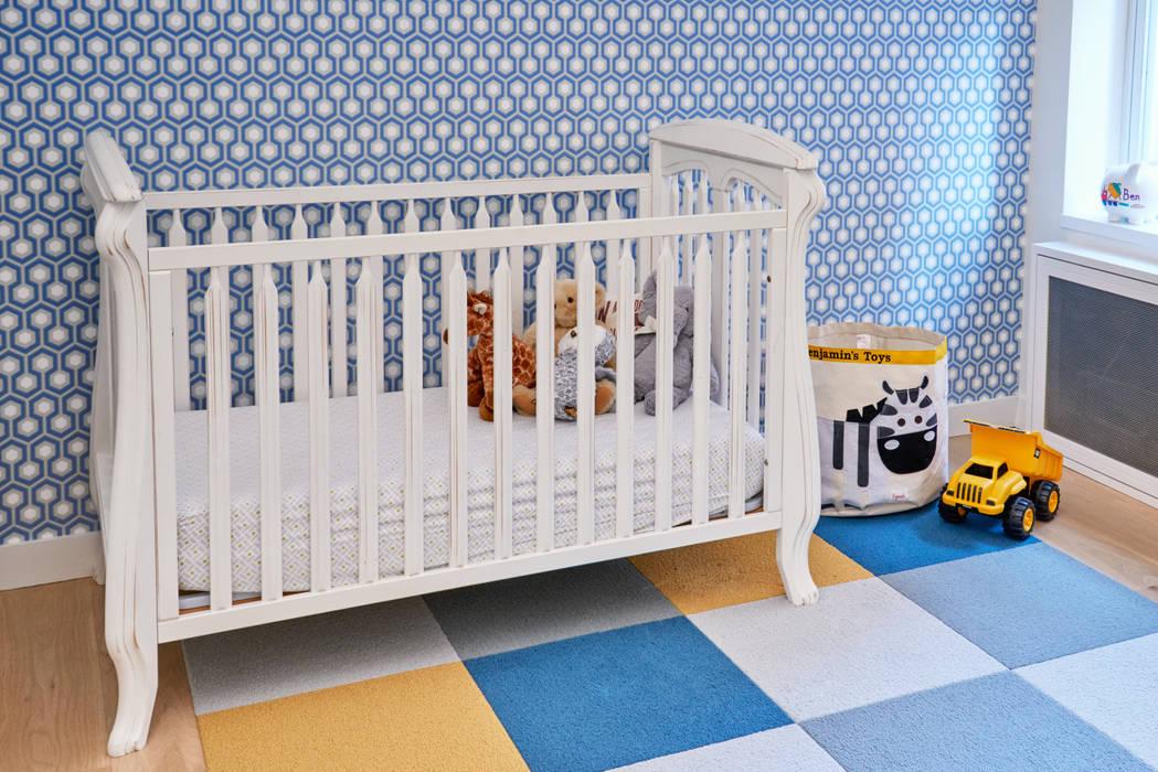 Phòng trẻ em phong cách hiện đại bởi Sarah Jefferys Design Hiện đại