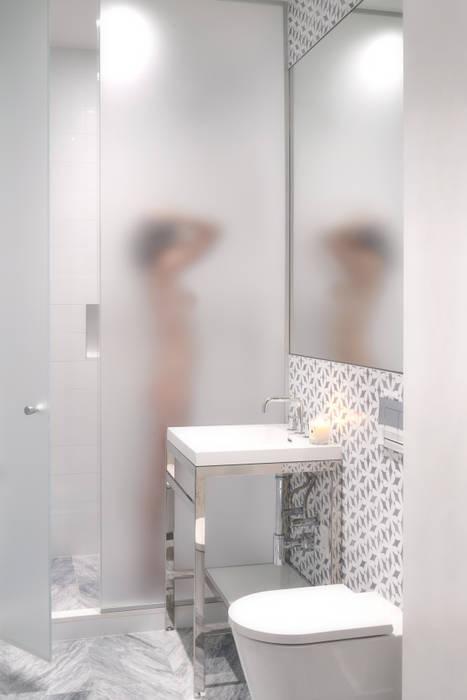 Banheiros modernos por Sarah Jefferys Design Moderno