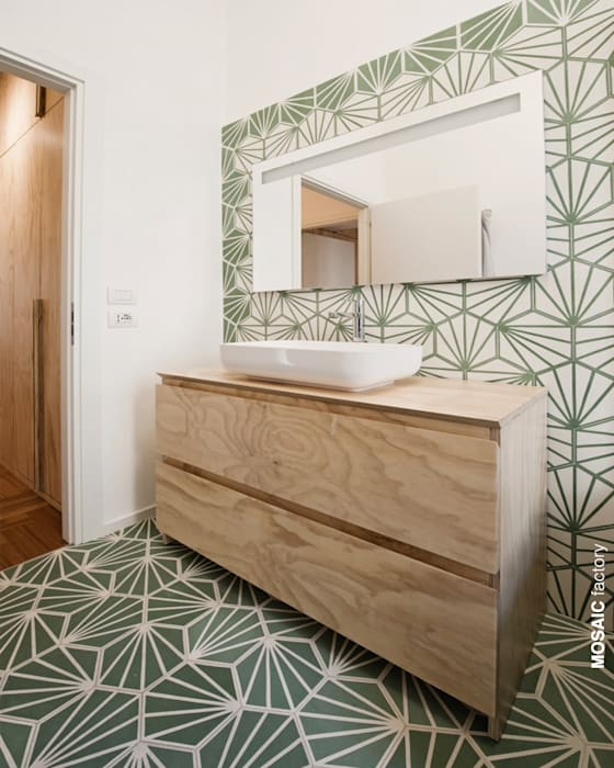 Wohnung renovierung, italien: mediterrane badezimmer von mosaic del ...