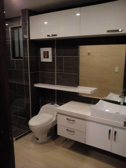 baño moderno finalizado Baños de estilo moderno de Omar Interior Designer Empresa de Diseño Interior, remodelacion, Cocinas integrales, Decoración Moderno Cerámico