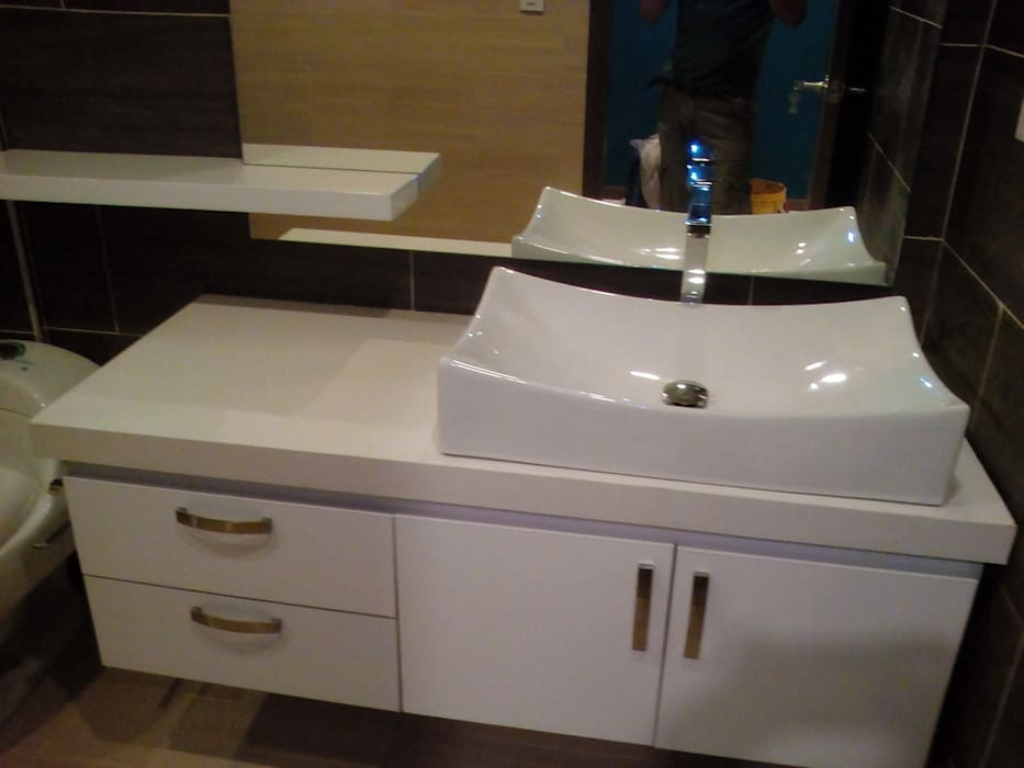 baño moderno finalizado: Baños de estilo moderno por Omar Interior Designer  Empresa de  Diseño Interior, remodelacion, Cocinas integrales, Decoración