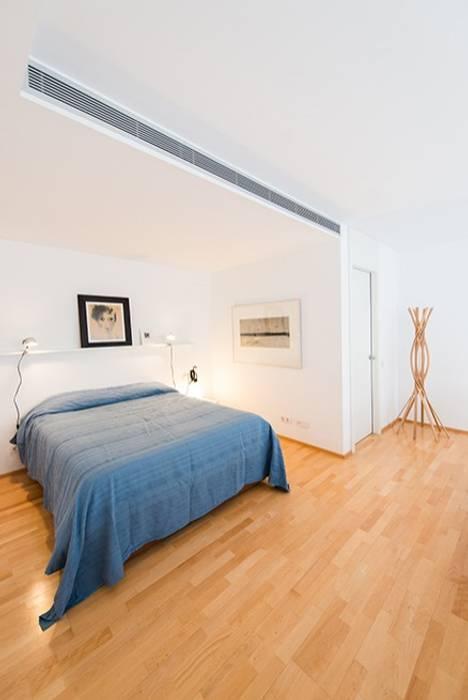 PLANTA SUPERIOR LOFT GUINARDO Dormitorios de estilo minimalista de ETNA STUDIO Minimalista Madera Acabado en madera