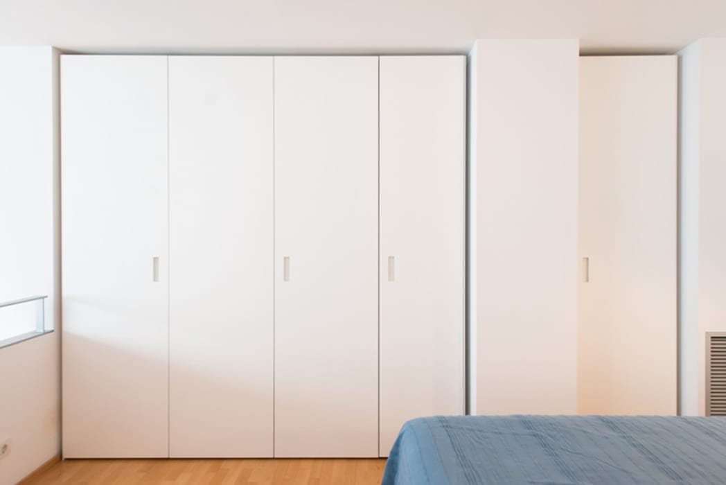 Dressing room by ETNA STUDIO , Minimalist Plywood