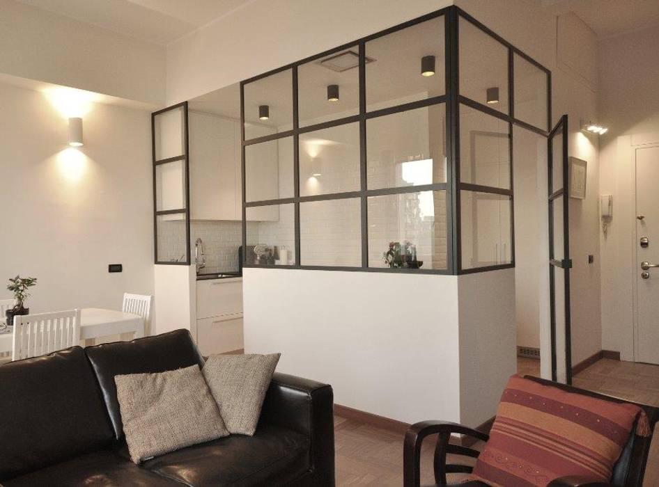 cucina industriale: Cucina attrezzata in stile  di Arch. Silvana Citterio, Industrial Vetro