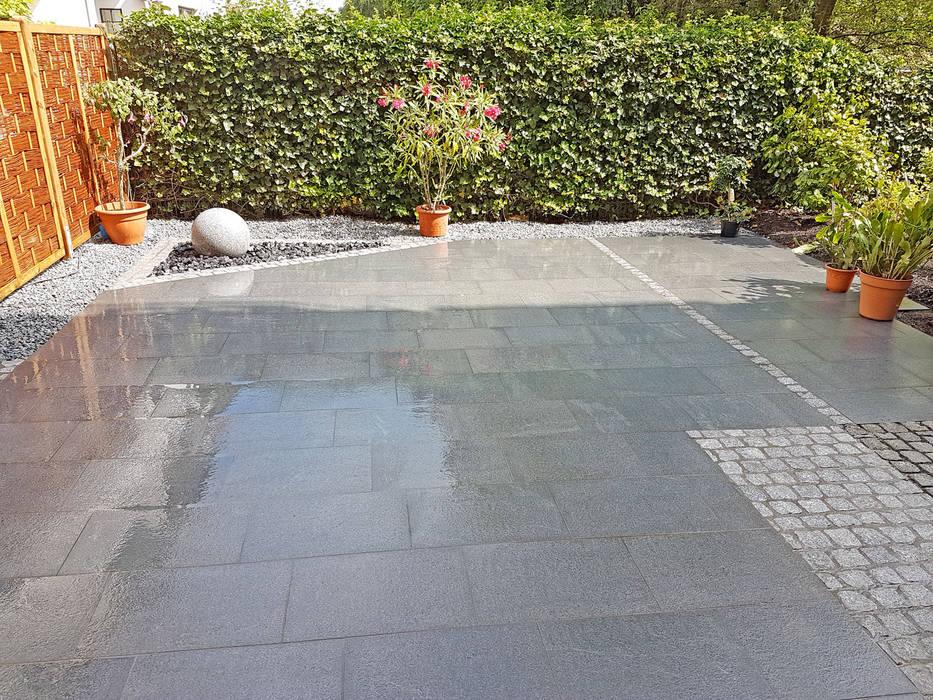 Terrasse Mit Granitplatten Pflaster Und Sichtschutzplatten Aus
