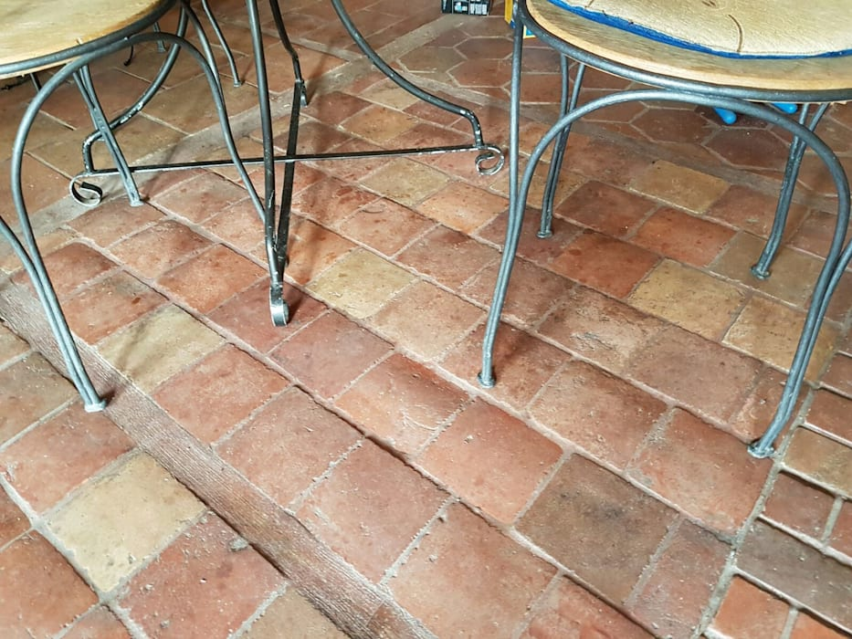 Suelo barro antiguo: Suelos de estilo  de Anticuable.com, Mediterráneo Ladrillos