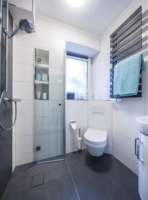 Modernes Helles Badezimmer Auf Kleinem Raum Mit Optimaler Aufteilung:  Moderne Badezimmer Von Banovo GmbH