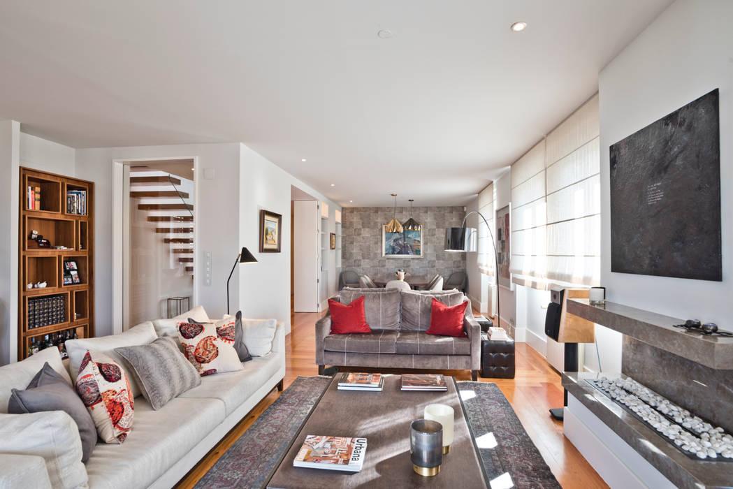 Sala de estar em Lisboa: Salas de estar  por LAVRADIO DESIGN