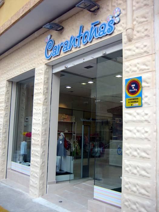 Tienda Carantoñas en Ribarroja Garajes de estilo mediterráneo de LCC, Licitaciones y Contrataciones de Construcción Mediterráneo